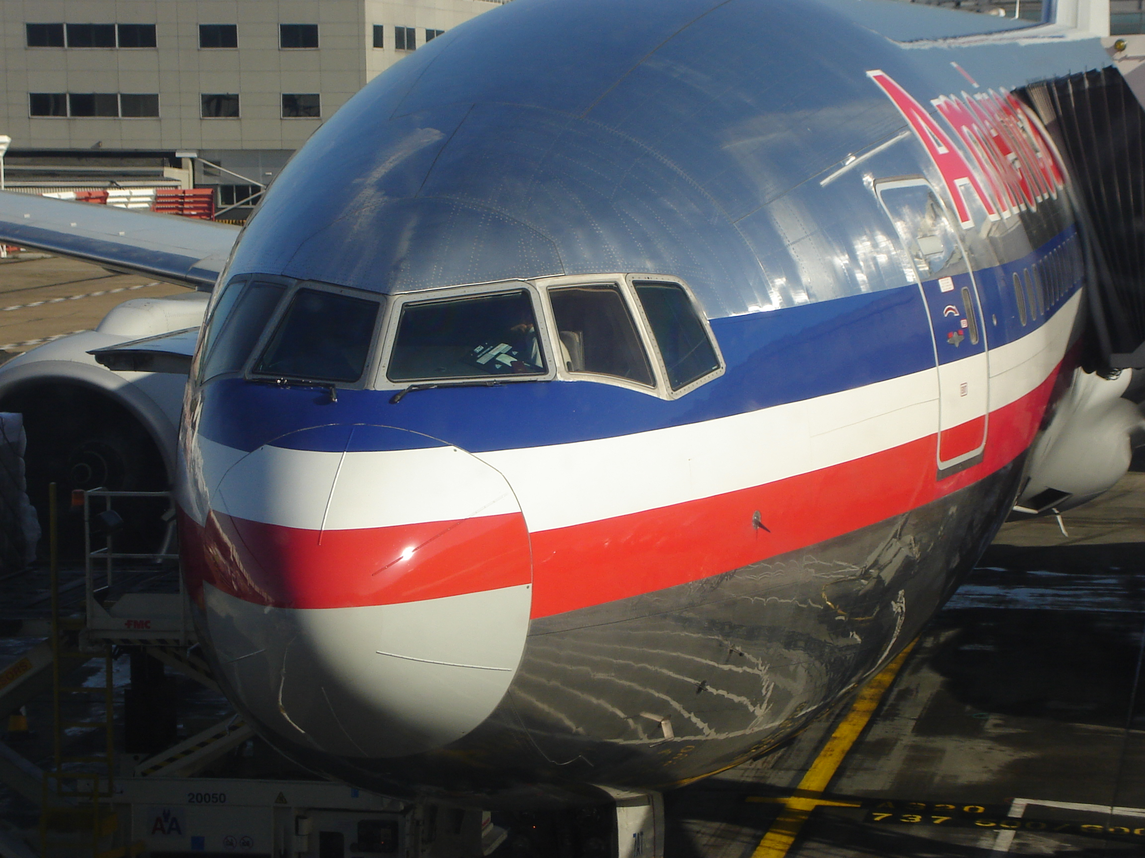 london, chicago, american airlines, aa77